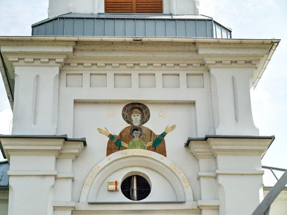 5b. Fresk na frontonie cerkwii pw. Narodzenia NMP.