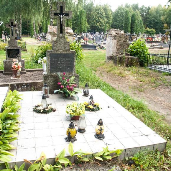 1b. Grobowiec rodziny Dziurdziów, potomków bohaterów powieści Elizy Orzeszkowej.