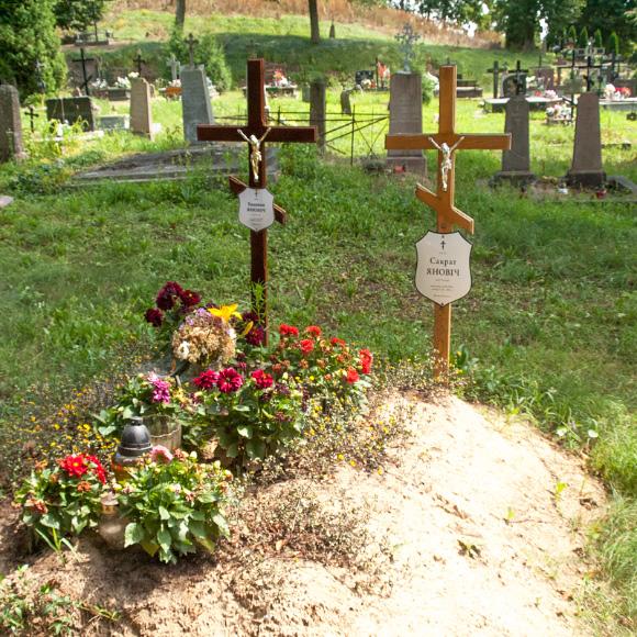 9c. Grób pisarza Sokrata Janowicza na cmentarzu prawosławnym.