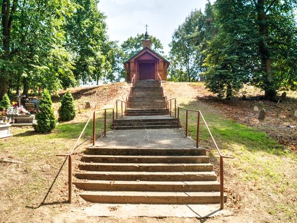 9b. Drewniana kaplica św. Antoniego z 1872 roku na cmentarzu prawosławnym.