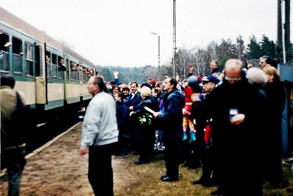 Uroczyste pożegnanie pociągu w Sokolem 2.04.2000 r. Fot. R. Pankiewicz, 2000 r.